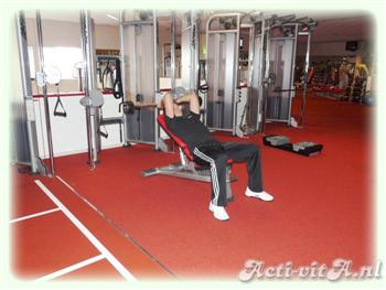 Incline Barbell lying triceps extension