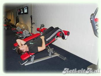 Incline crunch side bend