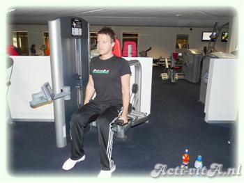 Machine triceps pressdown