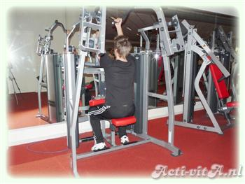 Machine underhand lat pulldown